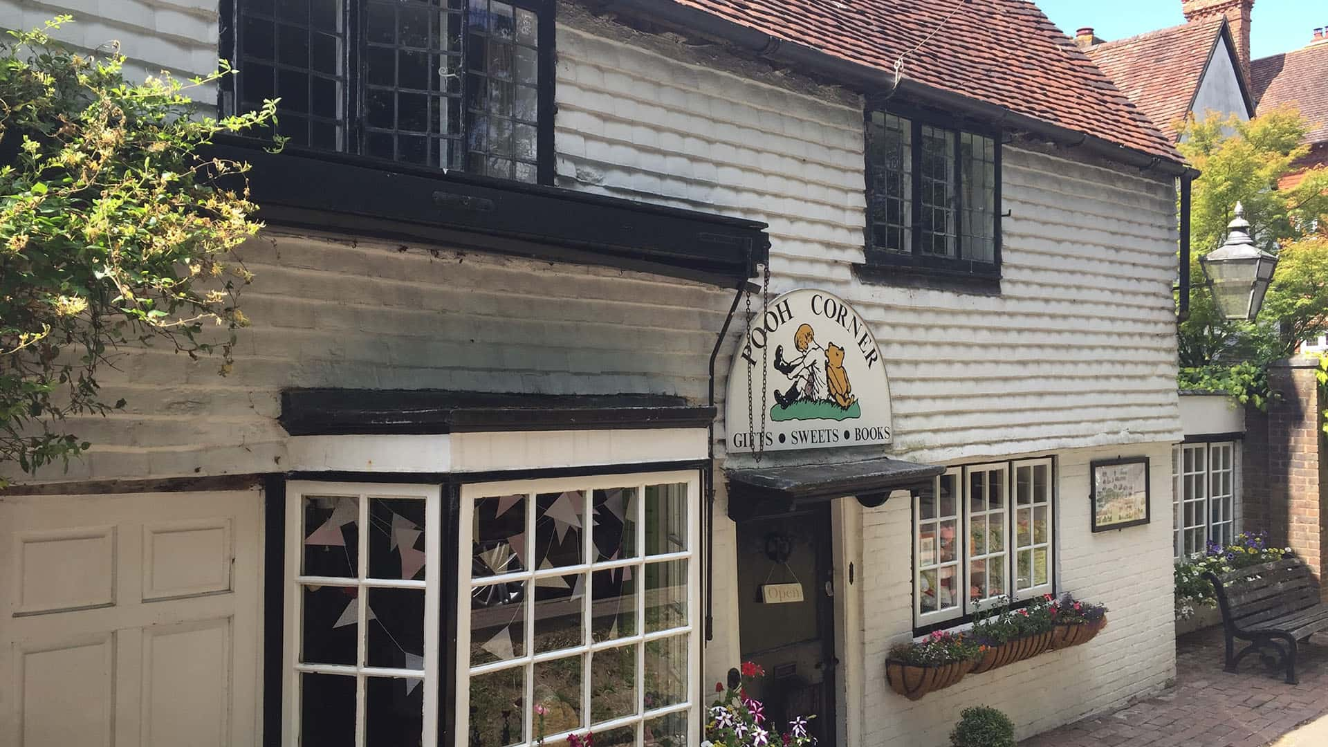 Private Day Tour to Pooh Corner and Pooh Sticks Bridge from London