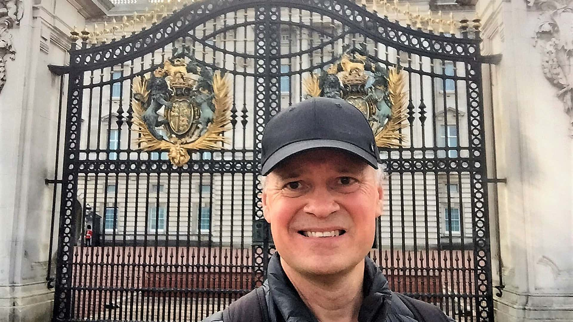 The Crown Special Tour - Virtual City Walk
