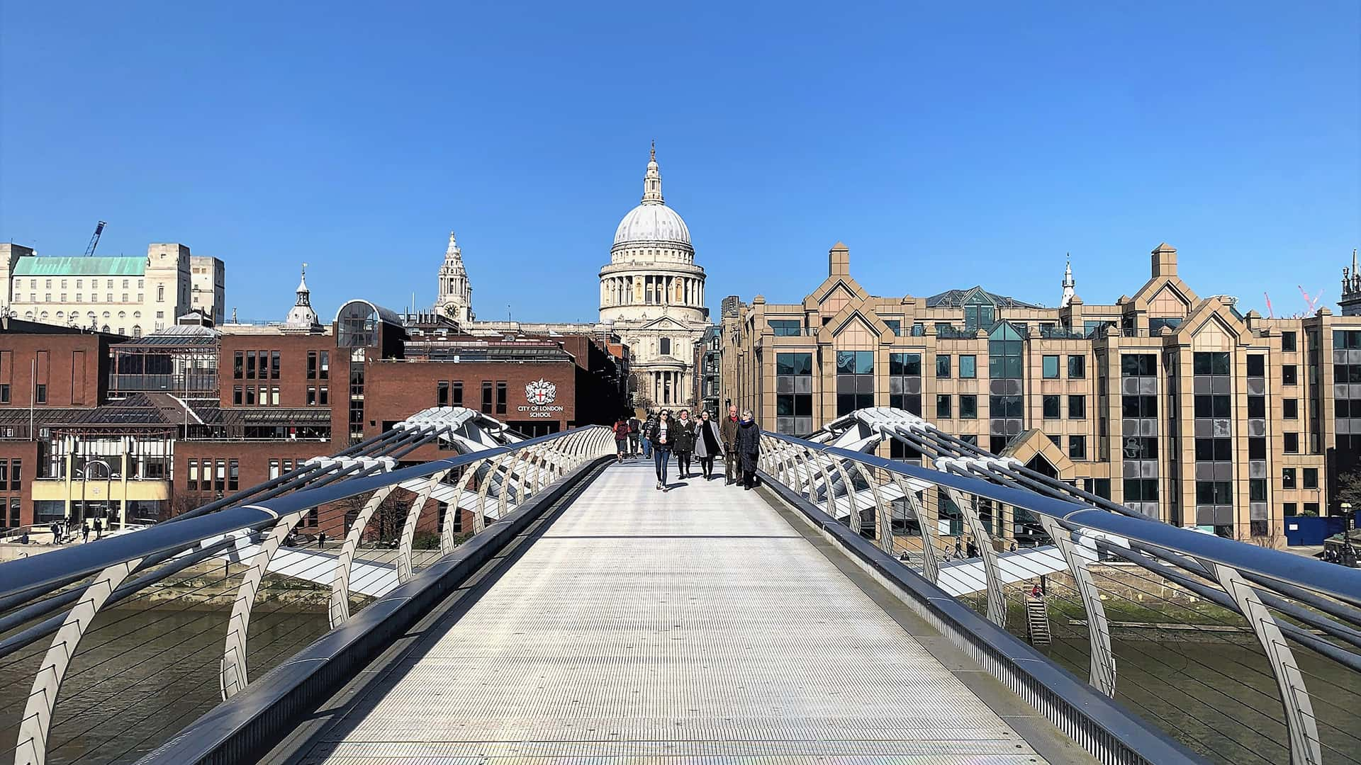 London Virtual Tour Crossing the Thames