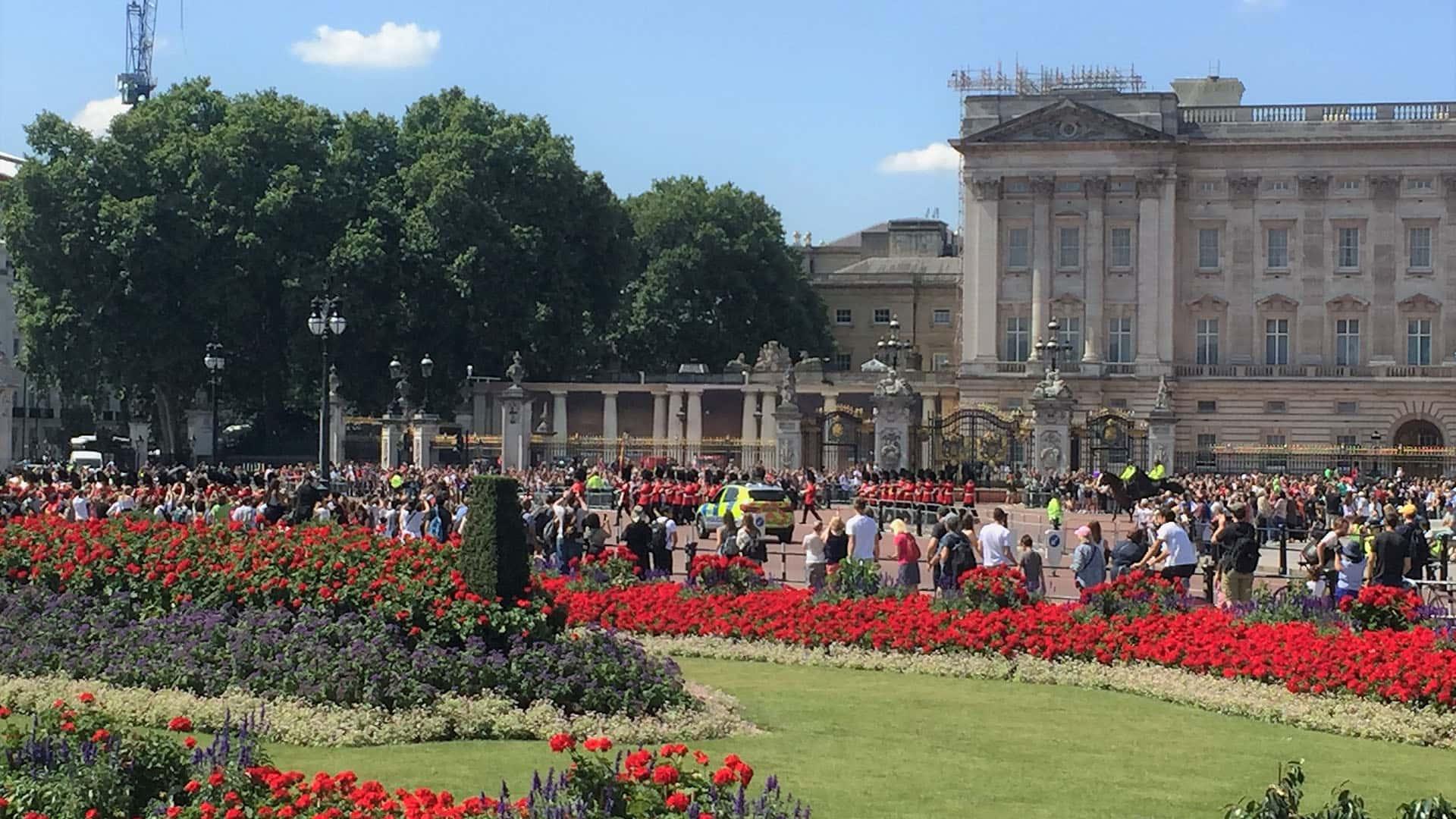 Buckingham Palace The Crown Walking Tour