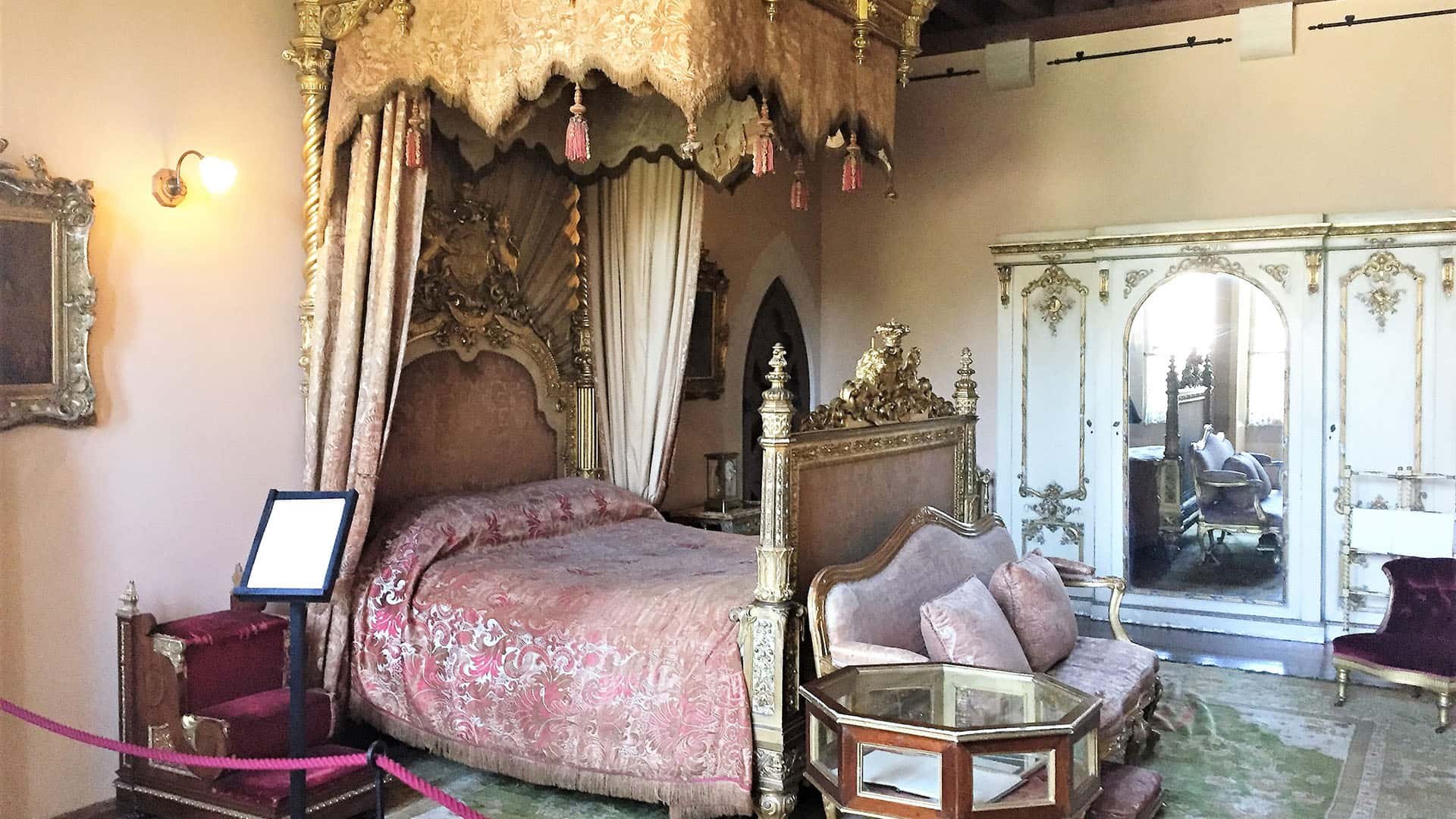 Arundel Castle beautiful bedroom