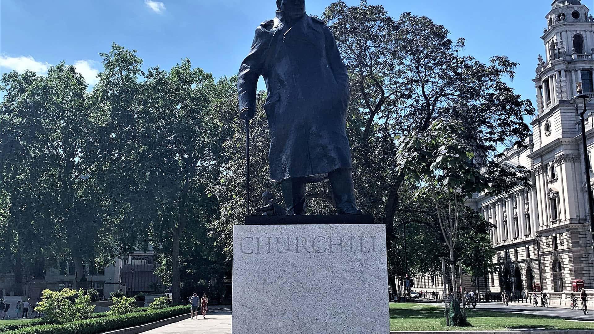 The Crown London Tour – Churchill Statue