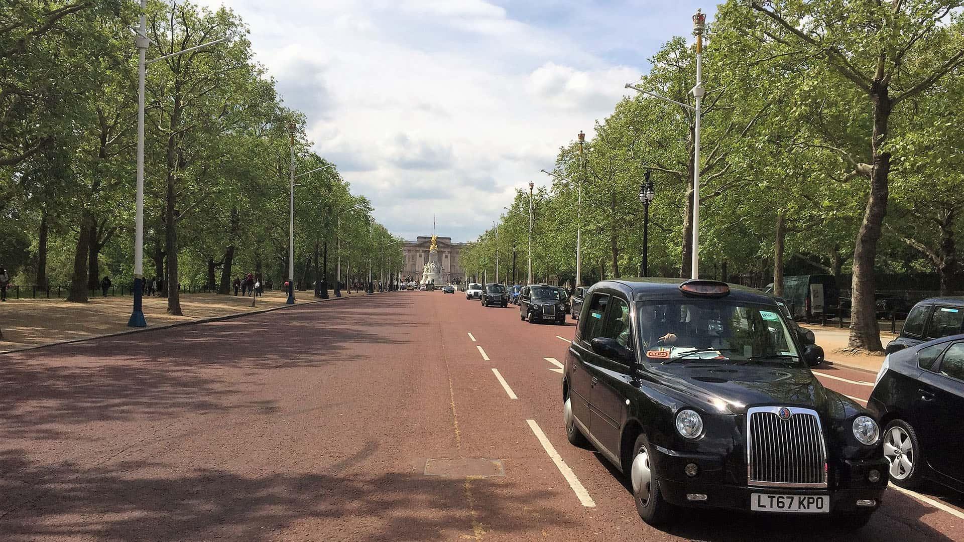 The Crown – Walking Tour of London – Buckingham Palace
